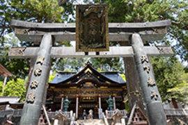 <p>写真:石間城峯神社(秩父市)の狼像</p>