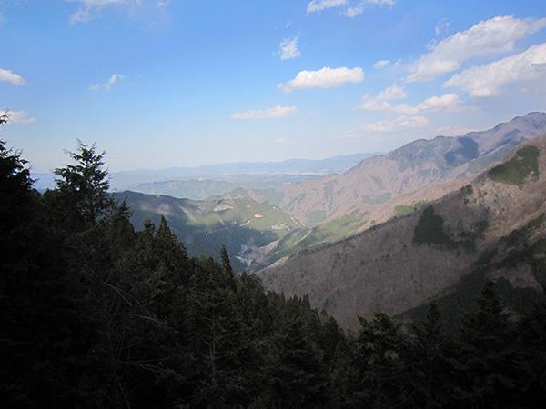今回のイベントの最高到達部分から、登り始めの地点を見下ろした風景